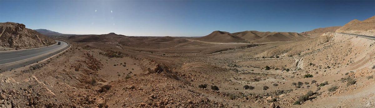 Sahara je většinou kamenitá planina