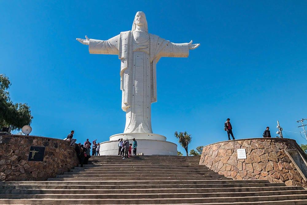 Socha Krista na městem Cochabamba