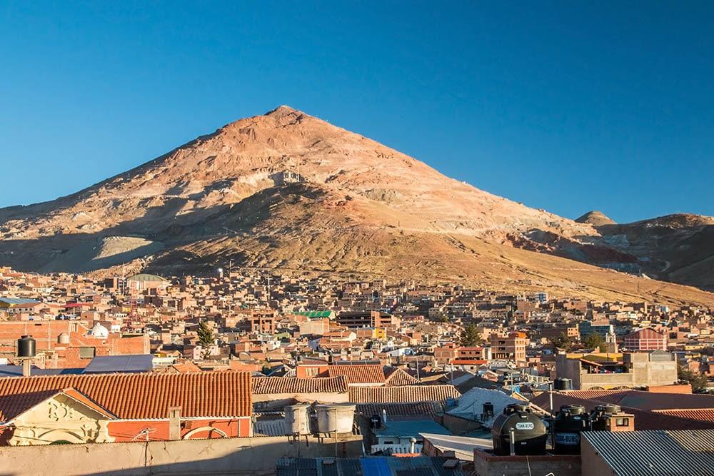 Hora Cerro Rico nad městem Potosí, Bolívie