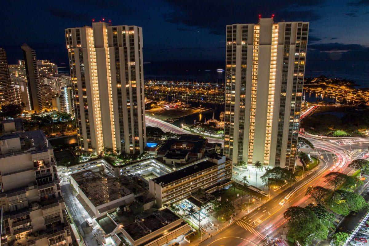 Noční Waikiki, Oahu, Havaj