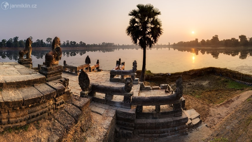 Magical view of the Sra Srang water reservoir