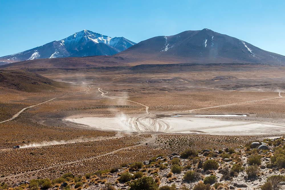Kraný výhled na vrcholky And v Bolívii v Eduardo Avaroa National Reserve of Andean Fauna