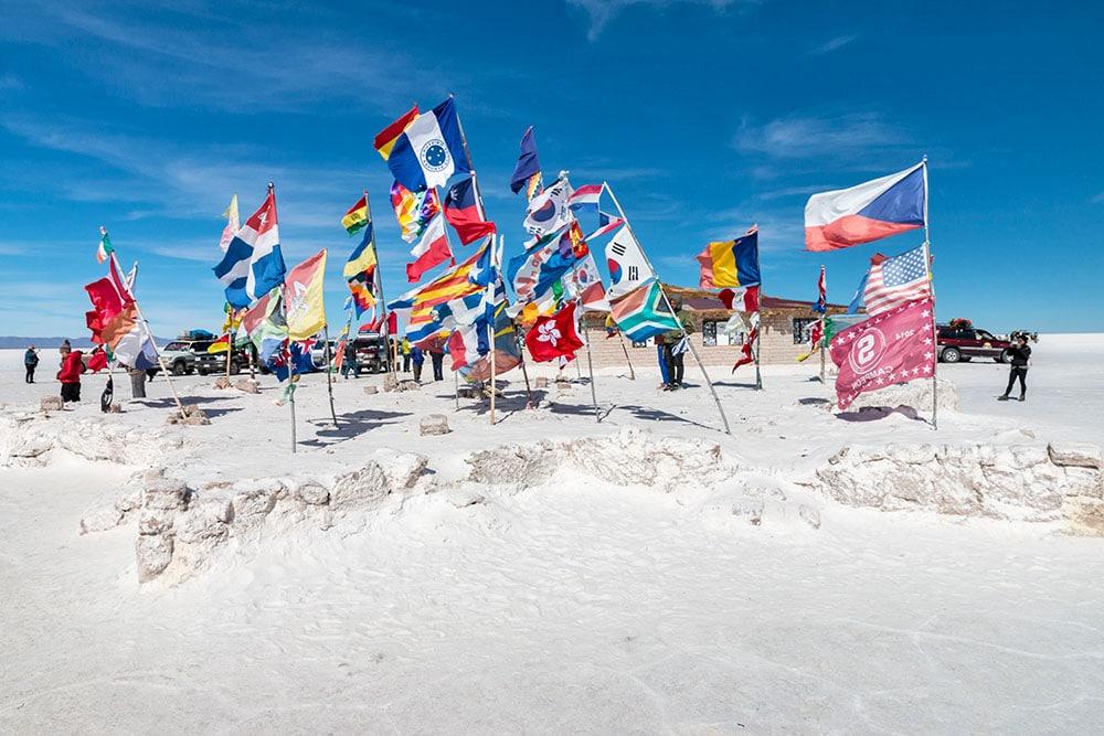Náměstí vlajek na Salar de Uyuni - Plaza de las Banderas Uyuni