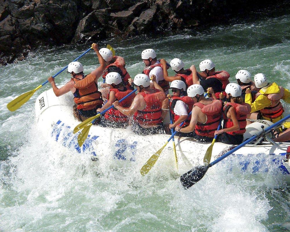 british-columbia-fraser-river-water-sport-rafting